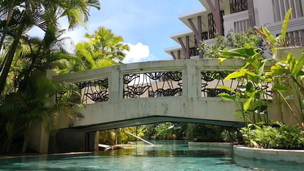 バリ島のソフィテルホテルのプール2