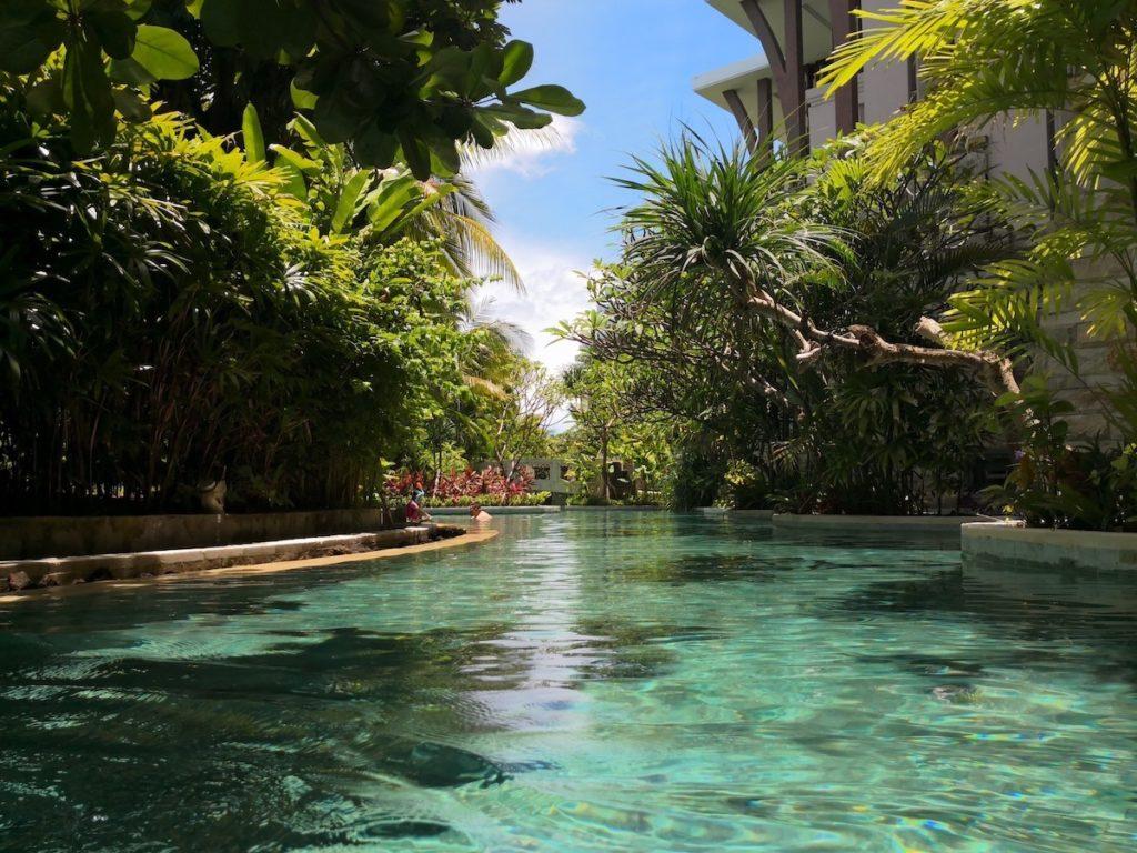 バリ島のソフィテルホテルのプール1