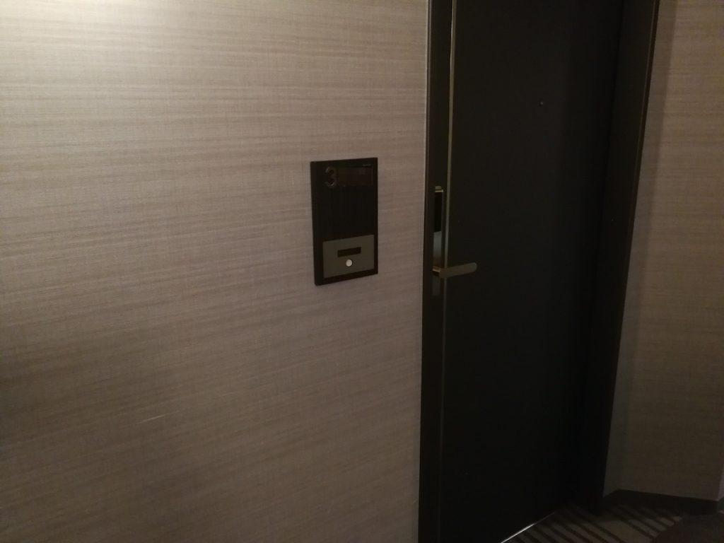 スイスホテル南海大阪部屋前