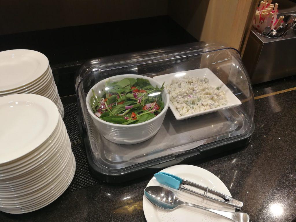 ケアンズ国際線のリーフラウンジの軽食の様子5