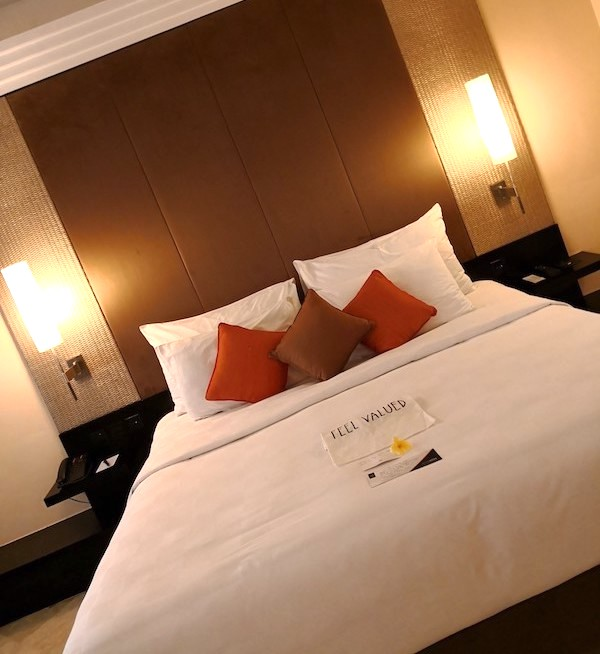 ザロイヤルビーチスミニャックホテルの部屋の様子1