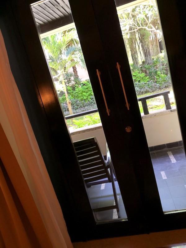 ザロイヤルビーチスミニャックホテルの部屋の様子3
