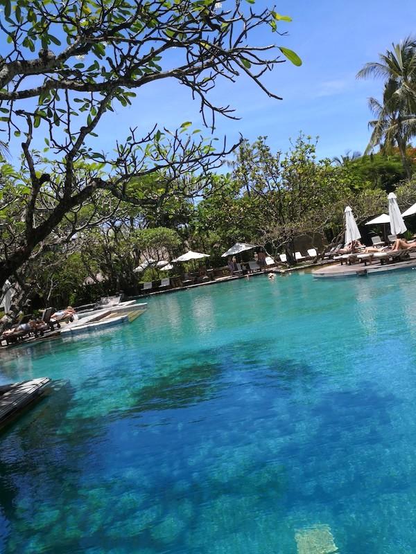 ザロイヤルビーチスミニャックホテルのメインプール