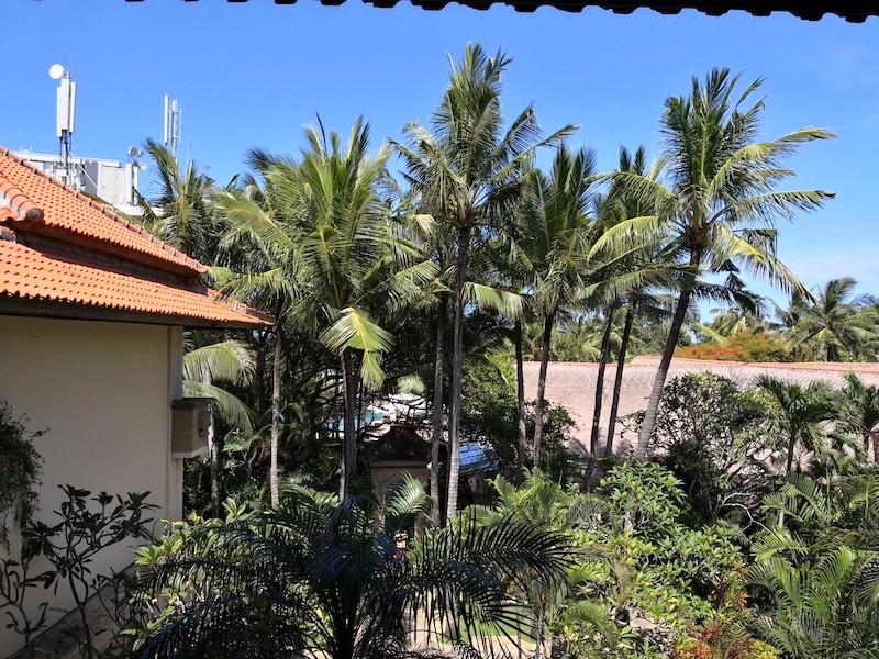 ザロイヤルビーチスミニャックホテルの中庭