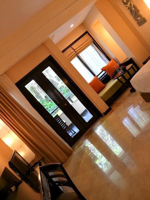 ザロイヤルビーチスミニャックホテルの部屋の様子2