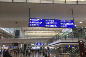 香港空港のターミナルにて