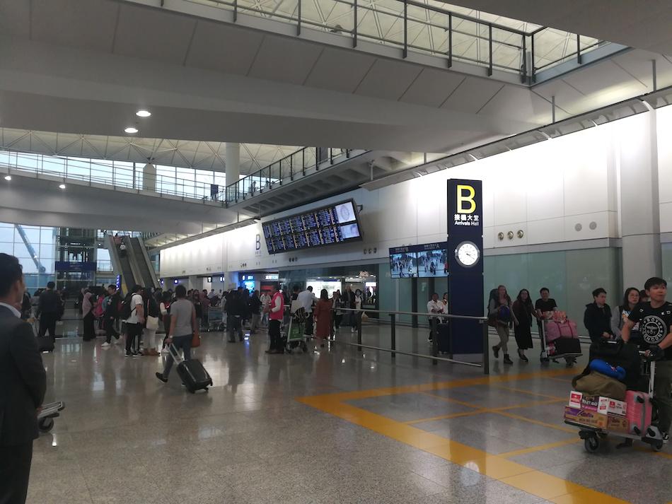 香港空港の国際線到着ゲートBの様子