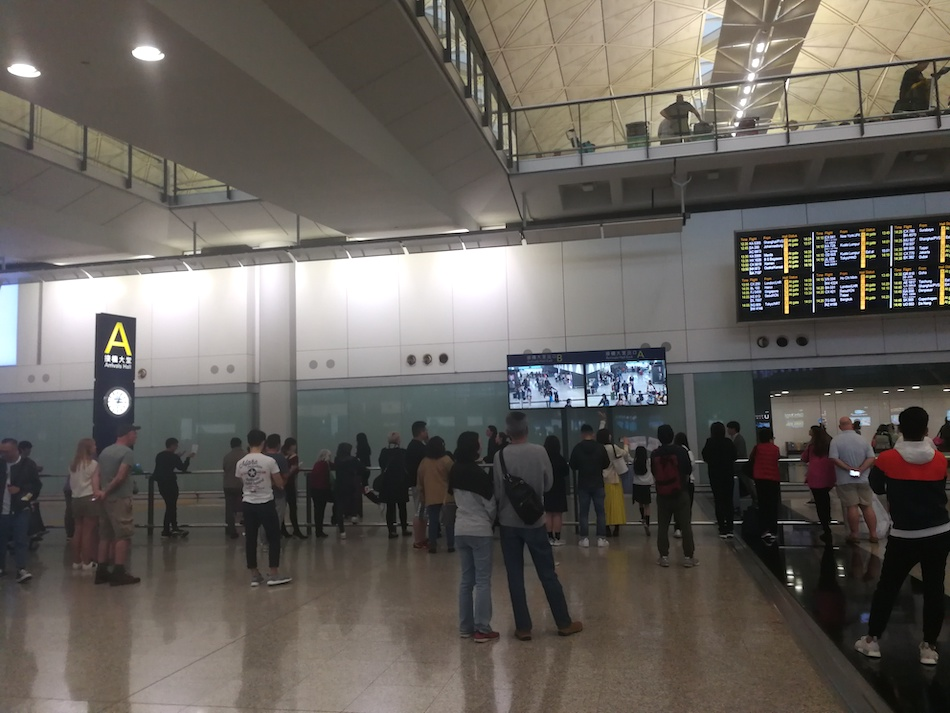 香港空港の国際線到着ゲートAの様子
