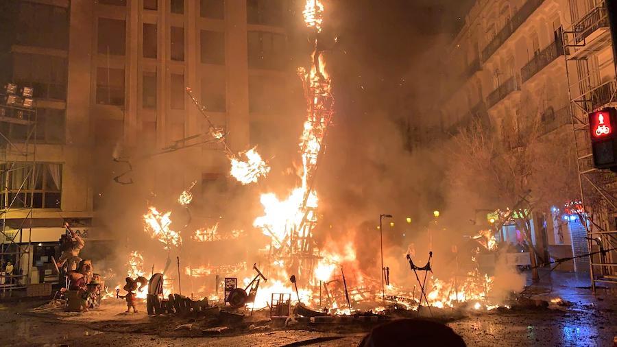 サンホセの火祭りの燃やす様子