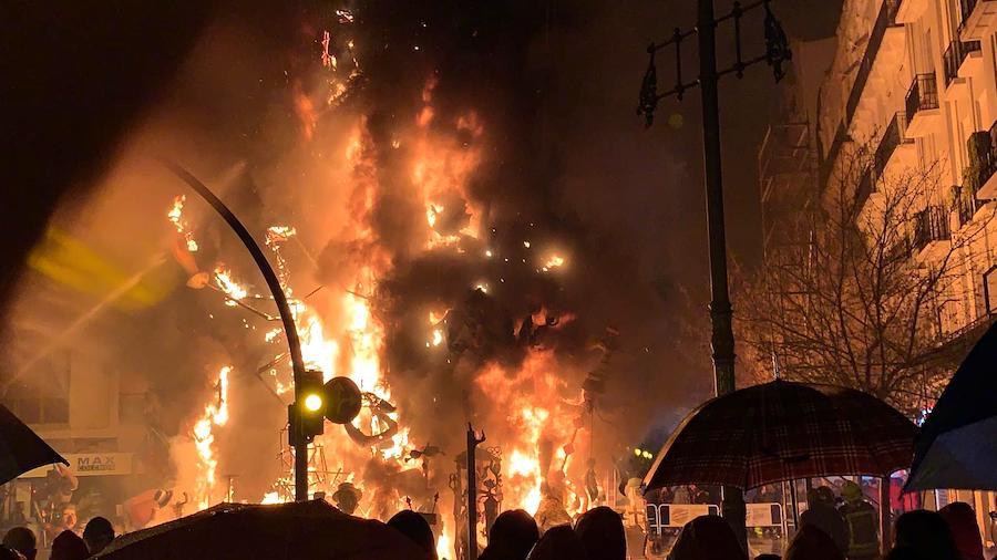 サンホセの火祭りの燃やす様子2