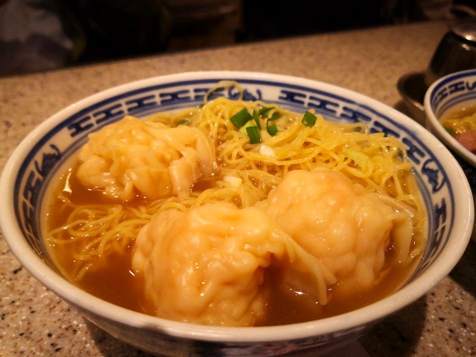 香港ティムチャイキーのワンタン麺の様子