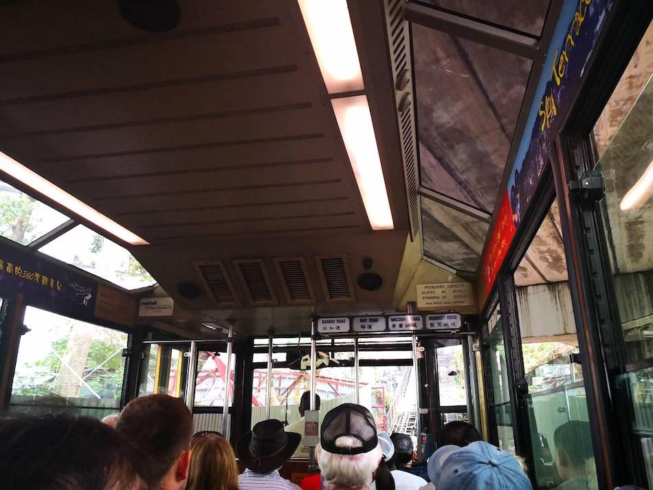 香港ピークトラムの車内の様子2