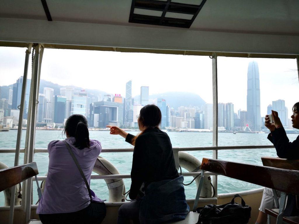 香港スターフェリー船内からの眺め2